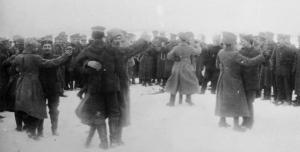 Verbrüderung russischer und deutscher Soldaten an der Ostfront nach Kriegsende